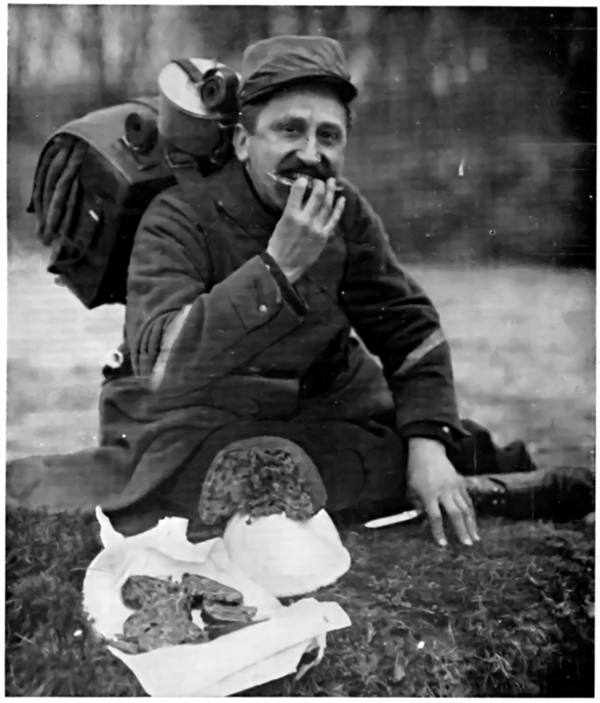 TRYING A BRITISH DAINTY! A FRENCH SOLDIER EATING CHRISTMAS PUDDING DURING WORLD WAR 1.